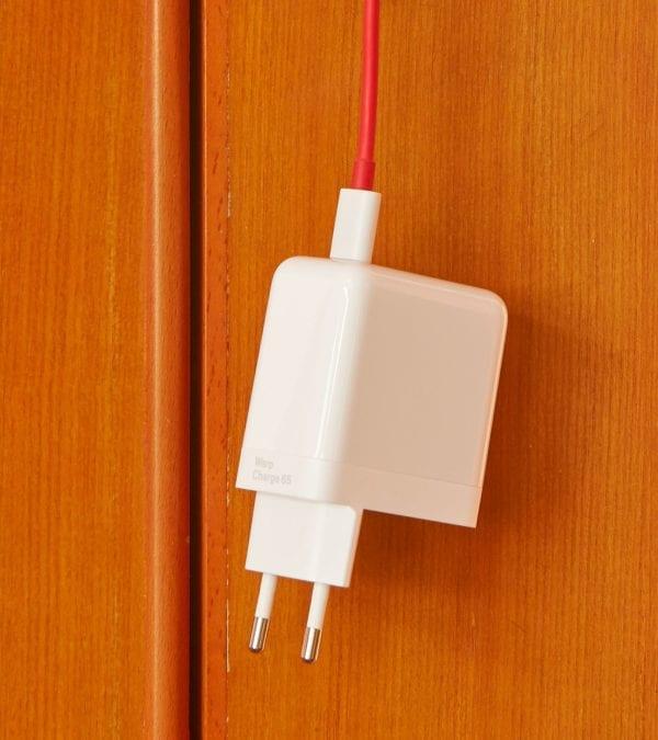 OnePlus USB-C laturi
